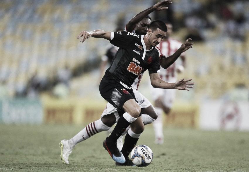 Vasco anuncia afastamento de Thiago Galhardo devido à confusão por salários