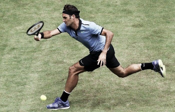 Halle, Federer vola in semifinale