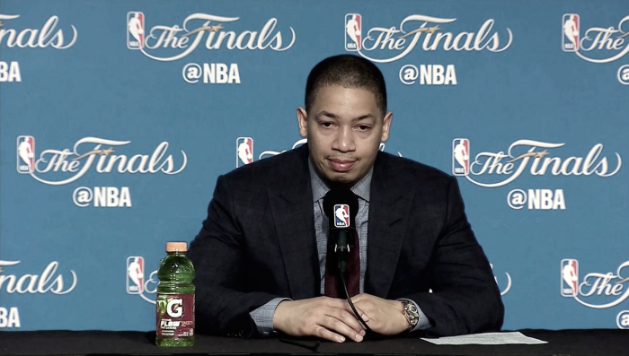"""Tyronn Lue lamenta derrota nas finais e elogia Warriors: """"É uma boa equipe"""""""