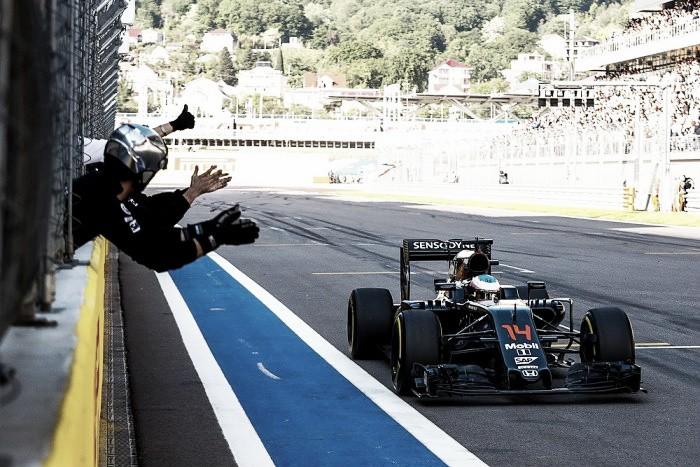 """Alonso minimiza sexto lugar em Sochi: """"Estamos cada vez mais competitivos"""""""