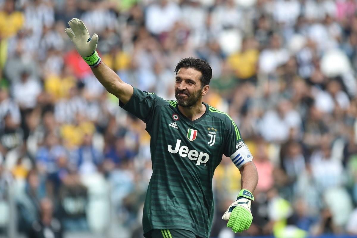 Lacrime e gioia allo Stadium: la Juve vince 2-1 e saluta Buffon, Lichtsteiner ed Asamoah