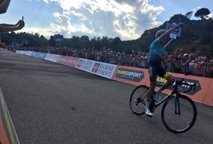Ciclismo, Aru vince il tricolore. Dedica e lacrime per Scarponi