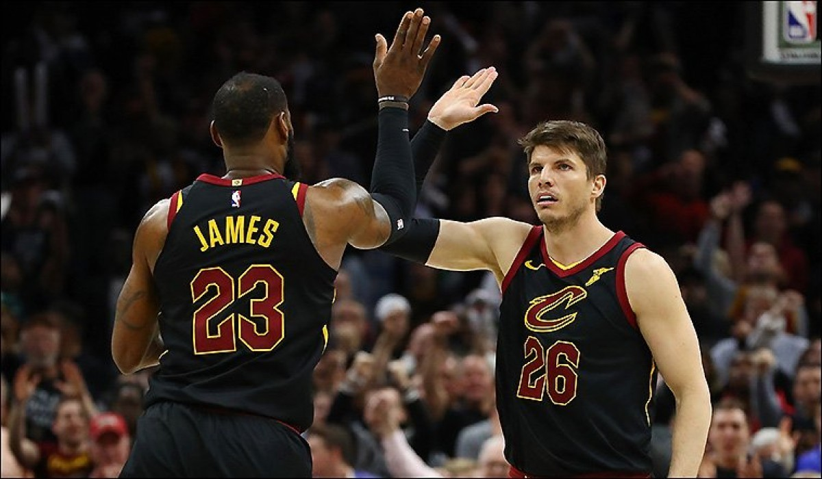 NBA Playoffs - I Cavs puniscono i cambi difensivi e i Celtics cercano risposte