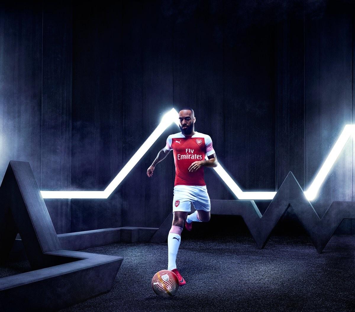 Arsenal - Presentata la maglia per la nuova stagione