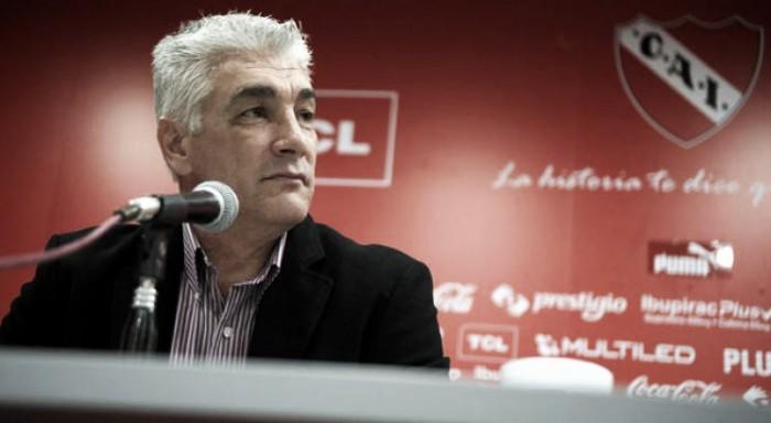 """De Felippe: """"Hace 3 años que Milito es el ideal"""""""