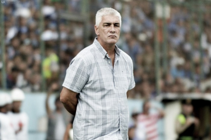 """De Felippe: """"Si un jugador no rinde, hay 35 que están esperando"""""""