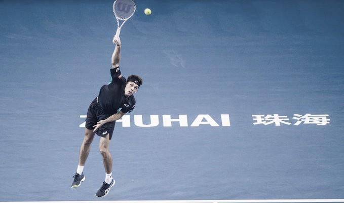 De Minaur supera Mannarino em Zhuhai e conquista terceiro título no ano