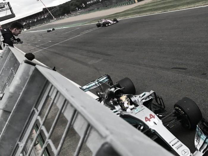 Hamilton domina y Vettel 'pincha' en Silverstone