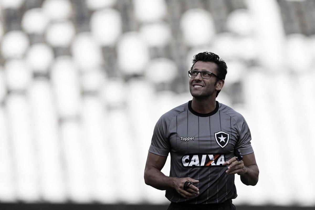 """Alberto Valentim elogia Grêmio, mas quer primeira vitória no Brasileiro: ''Vai ajudar na tabela"""""""
