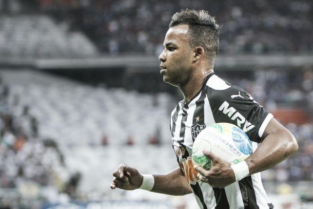 Via Twitter, Kalil anuncia saída de Fernandinho do Atlético-MG