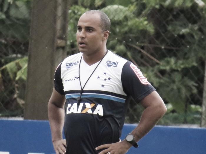 """Deivid critica imediatismo do futebol brasileiro após demissão: """"Precisamos evoluir"""""""