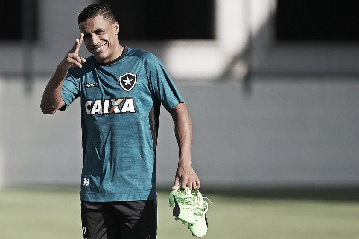Pouco utilizado no Botafogo, lateral-direito Arnaldo acerta com o Ceará