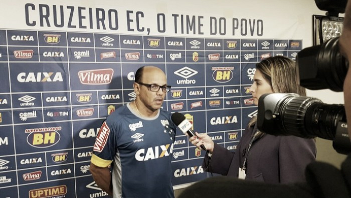Apostando no entrosamento, Delamore repete escalação do Cruzeiro para enfrentar o Coritiba
