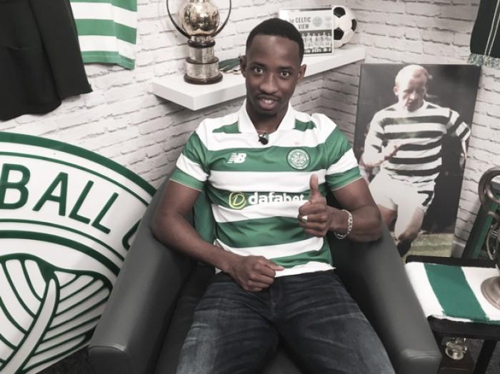Jovem atacante francês Moussa Dembélé troca Fulham por Celtic e assina por quatro anos
