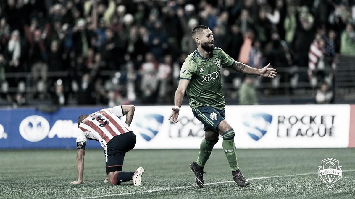 Com gol de Dempsey, Seattle Sounders vence Chivas e larga na frente na Concachampions
