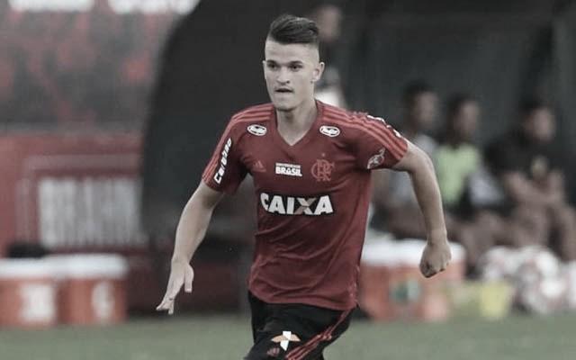 Ex-Flamengo, zagueiro Dener anuncia aposentadoria aos 23 anos