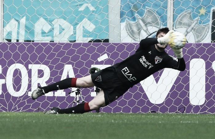 """Goleiro Dênis lamenta derrota em Porto Alegre: """"Não dá para perder tantos pontos"""""""