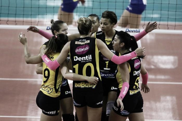 Dentil/Praia Clube vence Pinheiros, mantém invencibilidade e segue na briga na Superliga