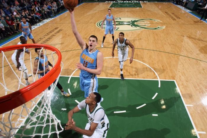 NBA - Denver espugna Milwaukee, i Pelicans schiacciano Detroit