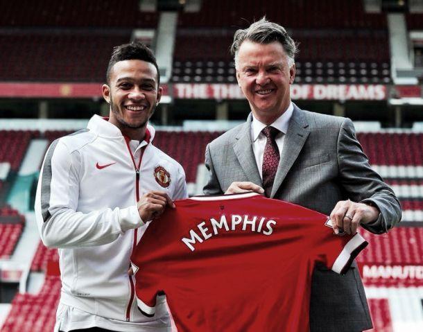 Manchester United présente Memphis Depay à Old Trafford