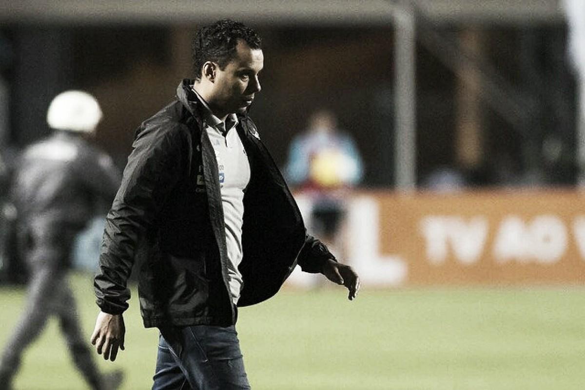 Mantido no cargo, Jair Ventura lamenta derrota para o Cruzeiro e clama por reforços