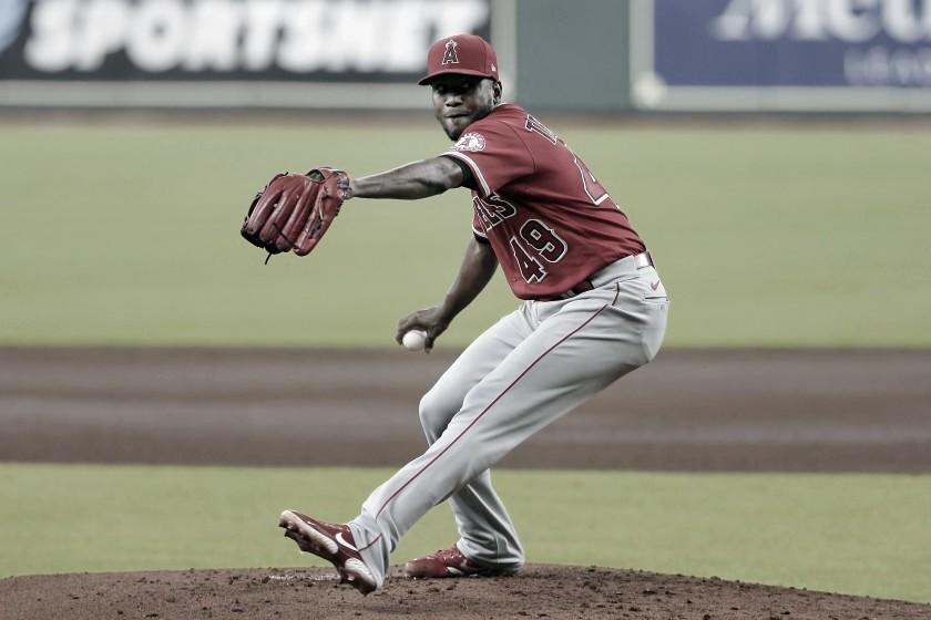 Julio Teherán lanzó cinco entradas, pero no tuvo decisión en la derrota ante los Padres de San Diego