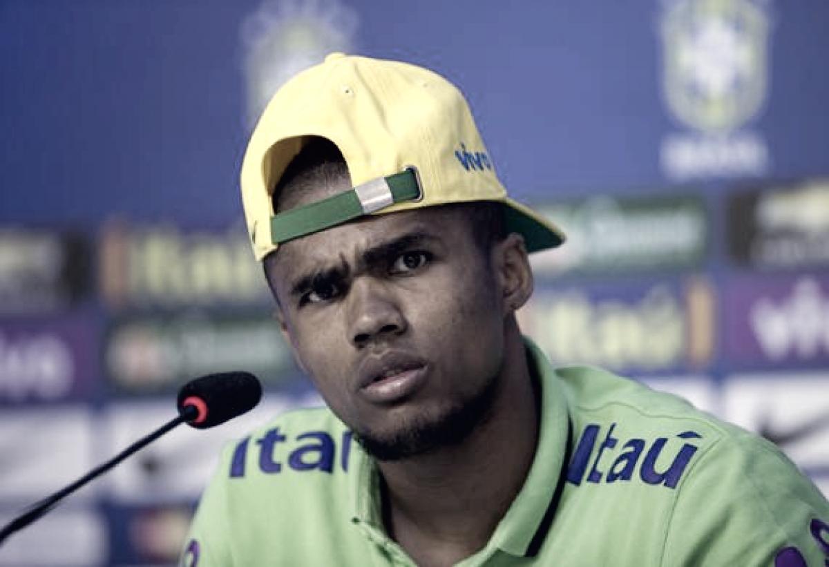 Se lesionó Douglas Costa y no jugará contra Serbia