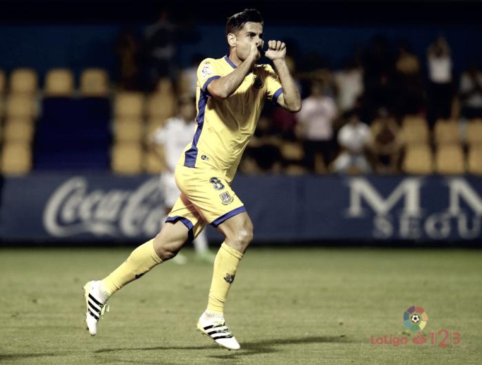 Albert Dorca, elegido por la afición como el mejor jugador ante la Cultural Leonesa