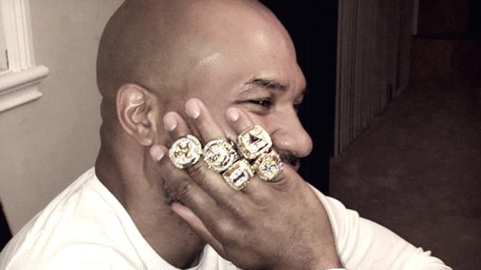 A Derek Fisher le roban sus cinco anillos de campeón con los Angeles Lakers