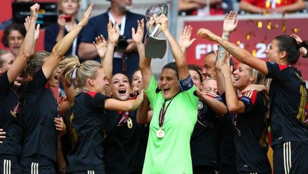 Goleira defende dois pênaltis e garante à Alemanha o sexto título seguido da Euro feminina