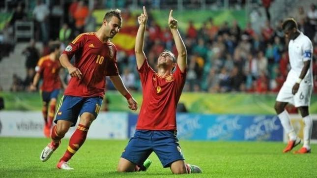 España imprime tensión a su victoria