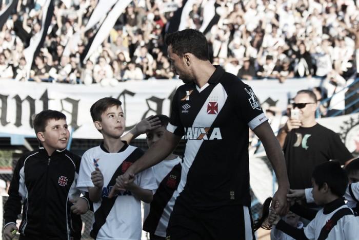 Visando permanecer na liderança, Vasco recebe surpreendente Brasil de Pelotas