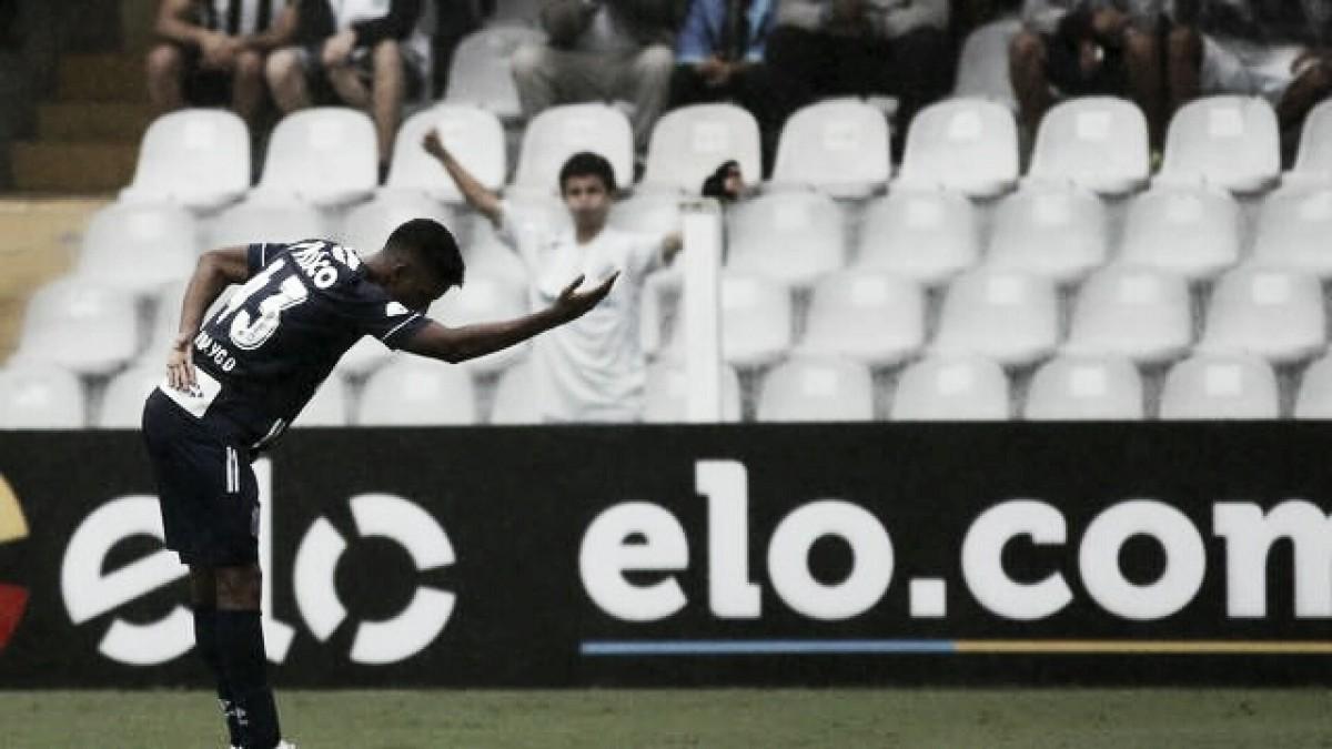 Rodrygo tem atuação espetacular, Santos goleia Vitória e deixa zona de rebaixamento