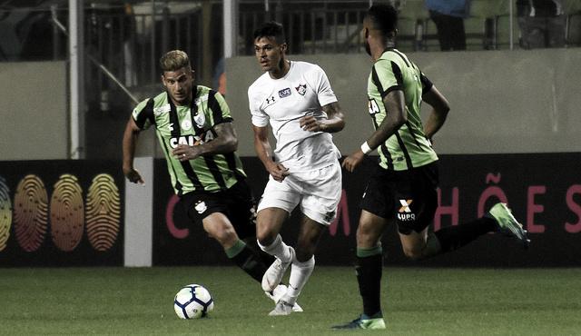 Fluminense e América-MG se enfrentam buscando evitar o rebaixamento no Brasileirão
