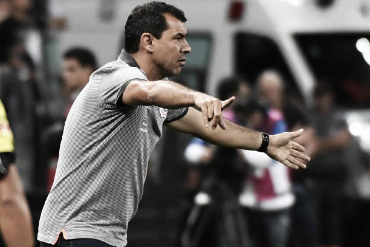 Carille vê Corinthians desligado em primeira derrota na Libertadores