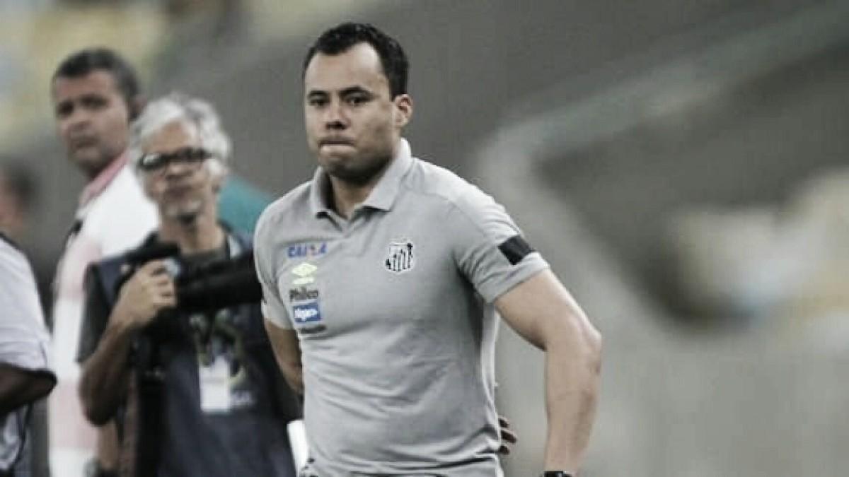 """Mesmo após vitória, Jair avalia pressão no Santos: """"Permanência não depende de mim"""""""