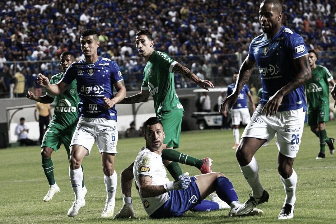 Desesperados por vitória, Chapecoense e Cruzeiro se enfrnetam pelo Brasileirão