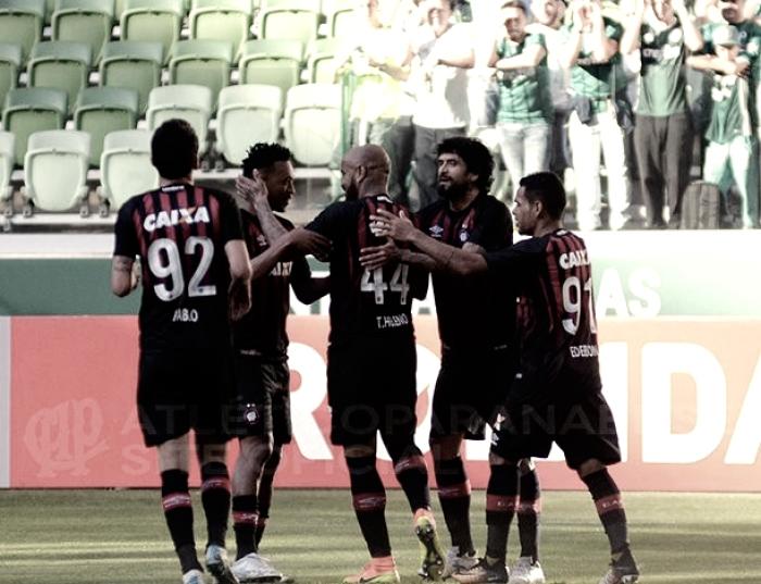 Atlético-PR aproveita erros do Palmeiras e vence a terceira seguida