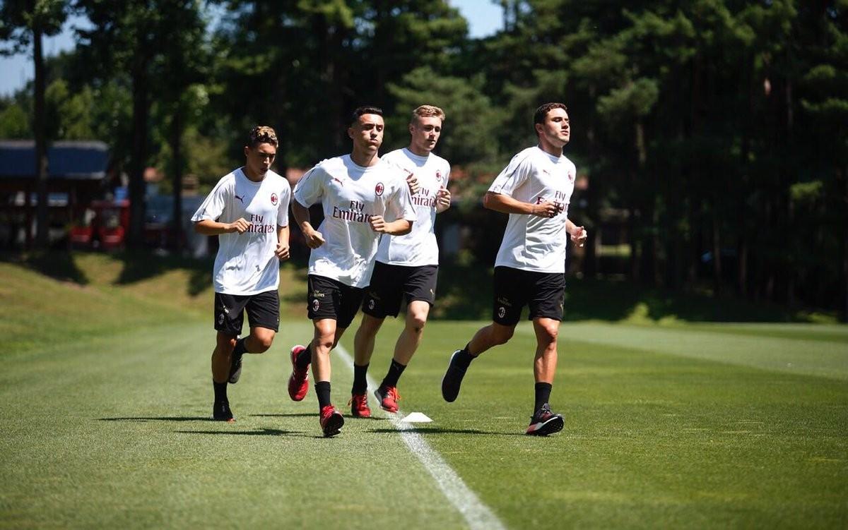 Napoli-Milan, rossoneri pronti per la prima stagionale