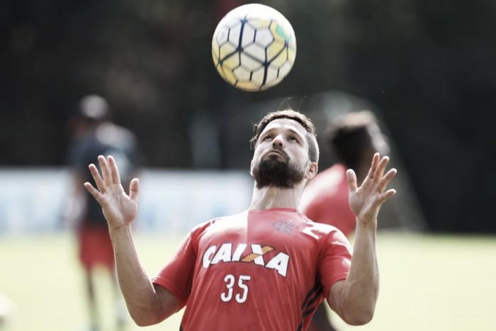 Diego treina novamente como titular no Flamengo