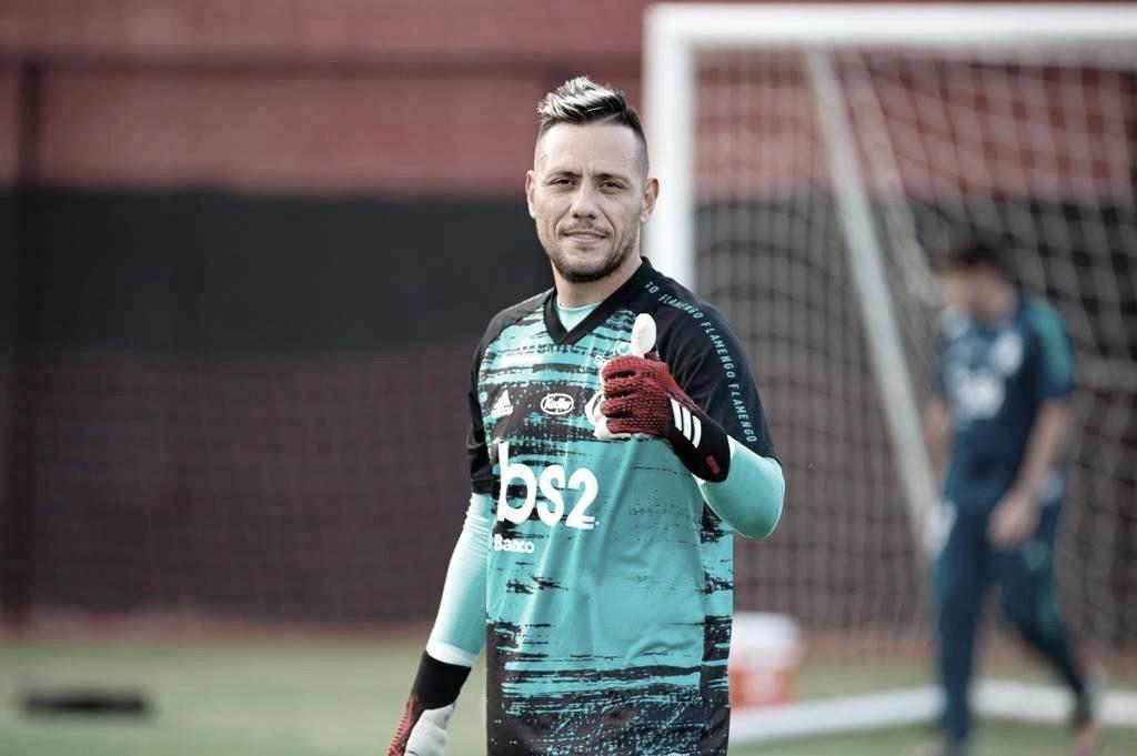 Todos saem felizes: Diego Alves e Flamengo entram em acordo por renovação