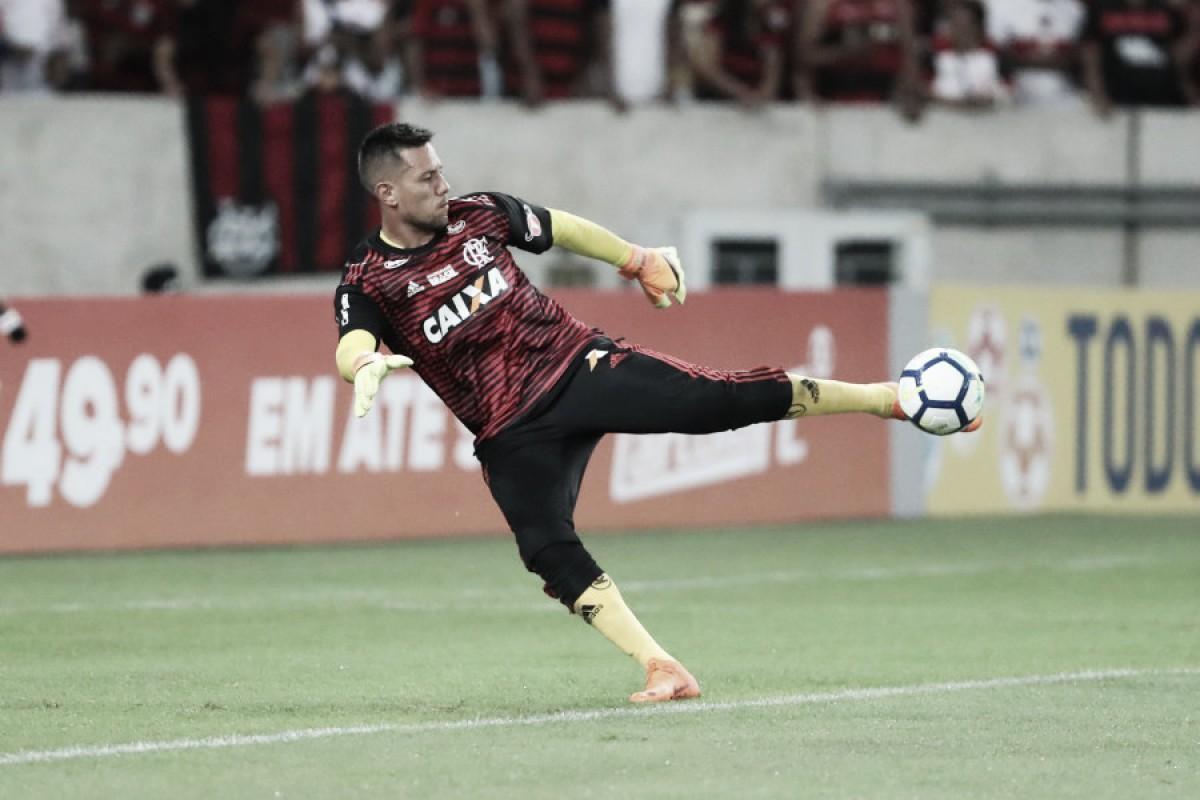 Diego Alves minimiza derrota do Flamengo em casa e crê na evolução de Marlos