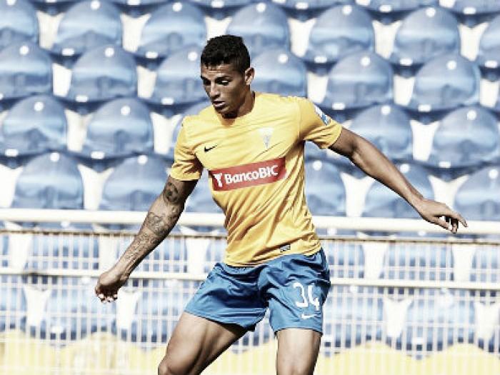 Ex-Estoril, zagueiro brasileiro Diego Carlos assina com Nantes por cinco temporadas