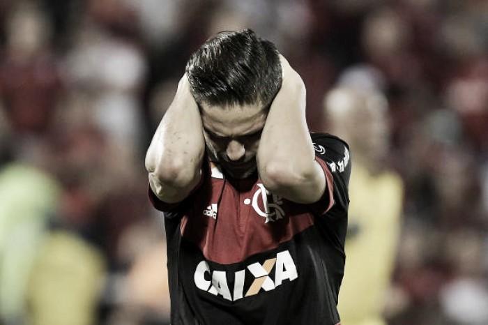 Análise: Diego repete atuações ruins em finais e Flamengo se vê refém do jogo aéreo
