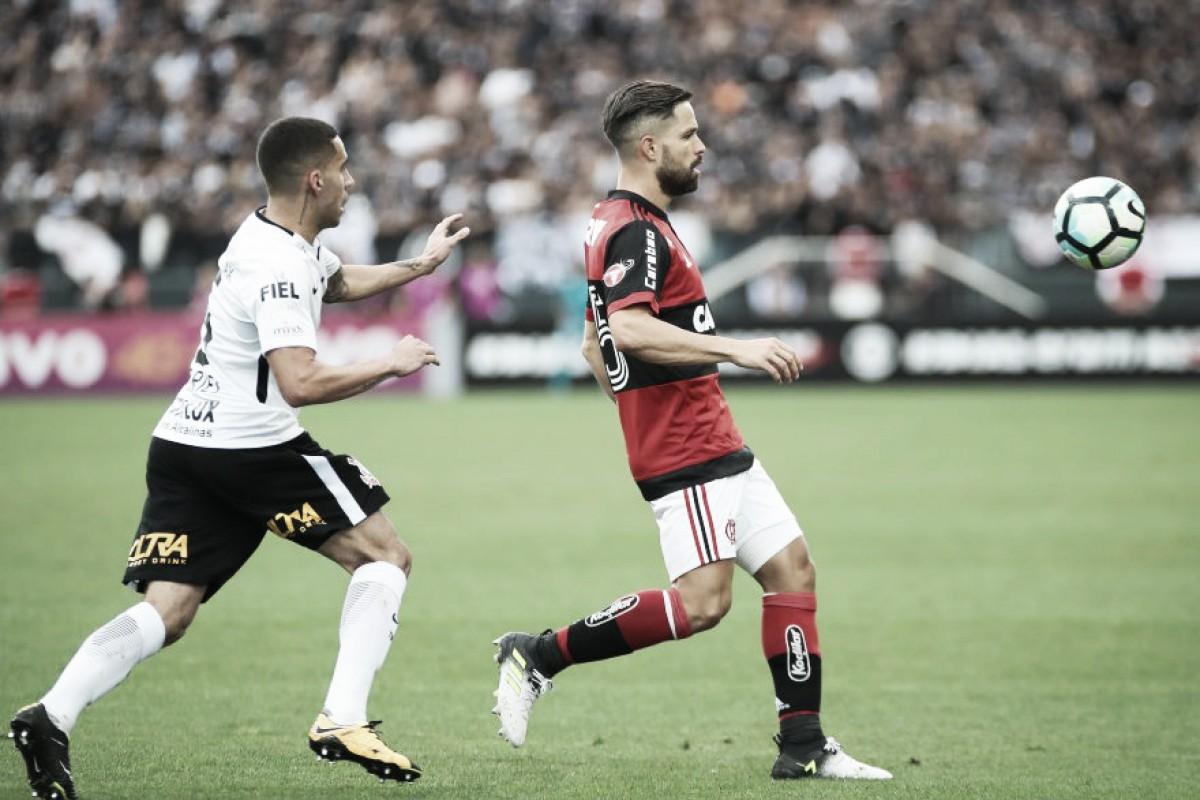 Líder, Flamengo recebe Corinthians em confronto direto no topo da tabela do Brasileirão