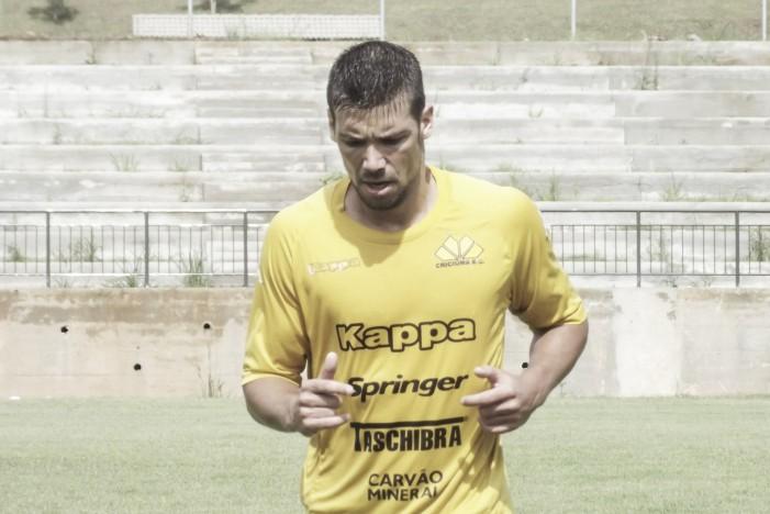 Vila Nova contrata zagueiro Diego Giaretta, do Criciúma