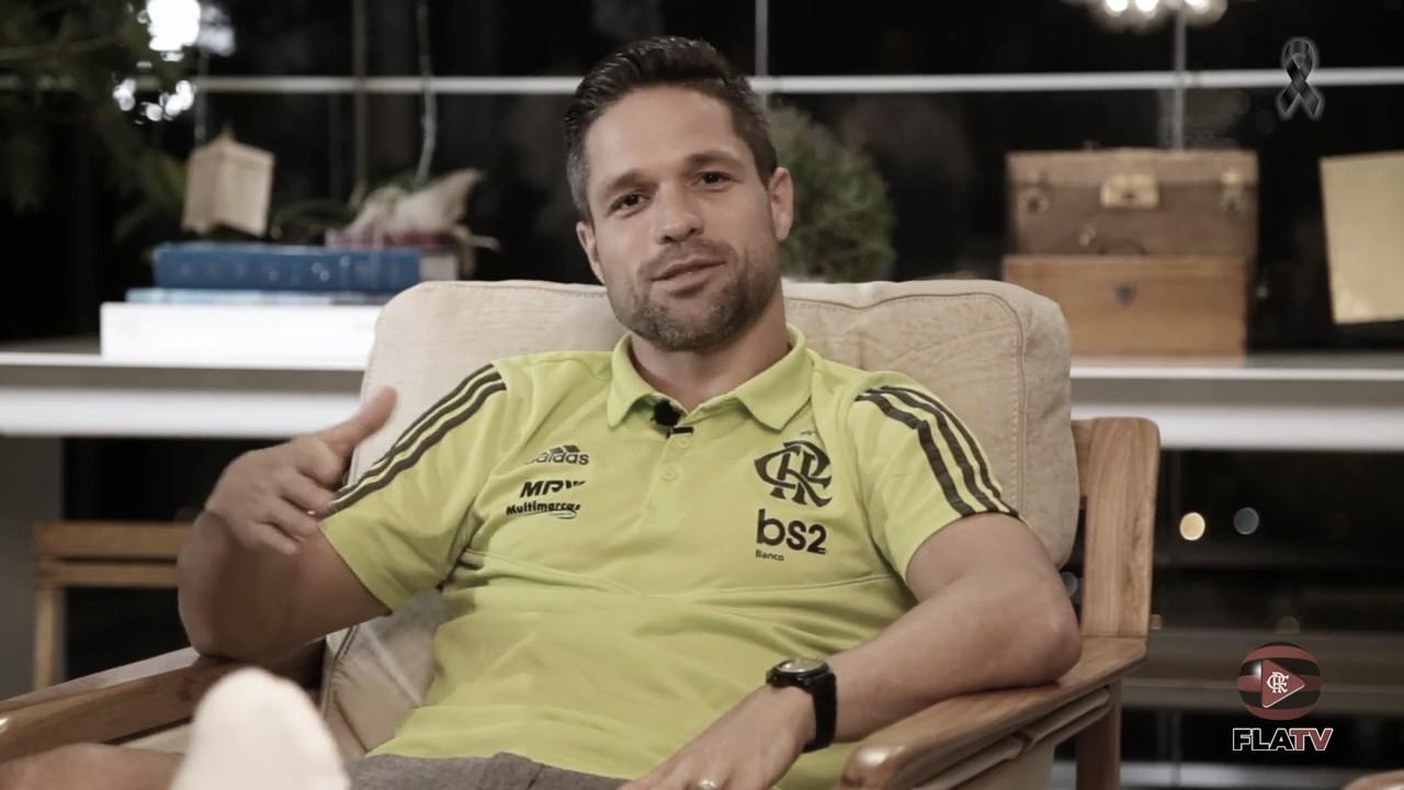 """Diego conta que não critica jogadores ao assisti-los pela TV: """"Sei que ali dentro não é fácil"""""""