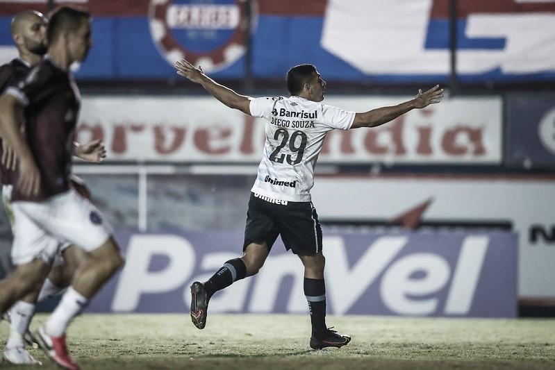 Tiago Nunes rasga elogios a Diego Souza após gols na semifinal do Gauchão