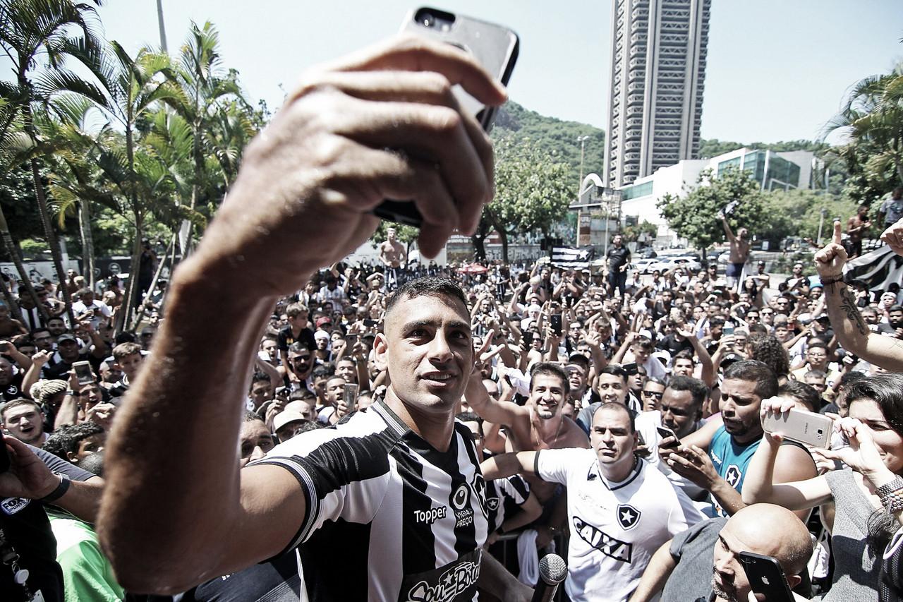 Diego Souza alavanca vendas de camisa e busca por programa sócio-torcedor