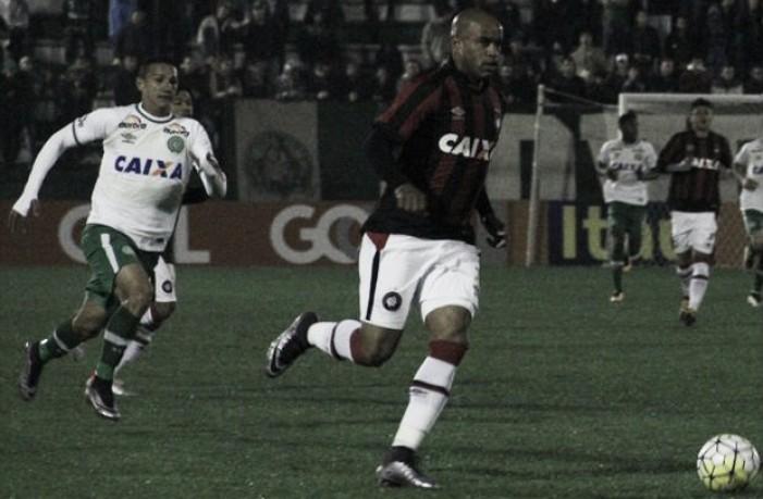 Em duelo de momentos opostos, Atlético-PR recebe Chapecoense pela Copa do Brasil